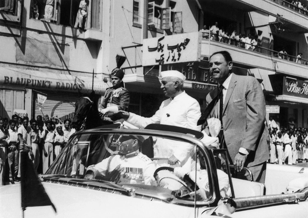 PAKISTAN - SEPTEMBER 24: Nehru And Ayub Khan In Karachi, In 1960. Nehru Came To Sign The Water Treaty Between India And Pakistan. (Photo by Keystone-France/Gamma-Keystone via Getty Images)