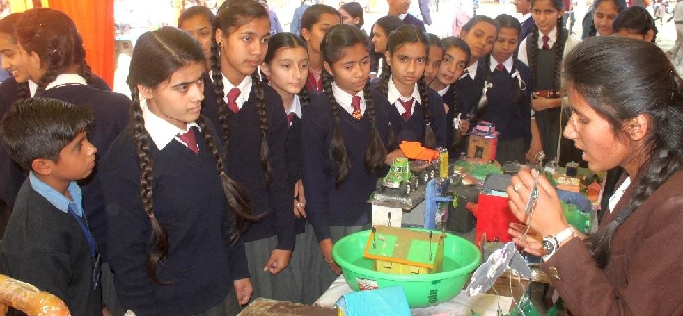 exhibition-himachali-student-invent-a-model-which-create-electricity-and-save-water